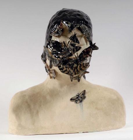 Read more about the article Klara Kristalova : ses héroïnes pleurent des papillons